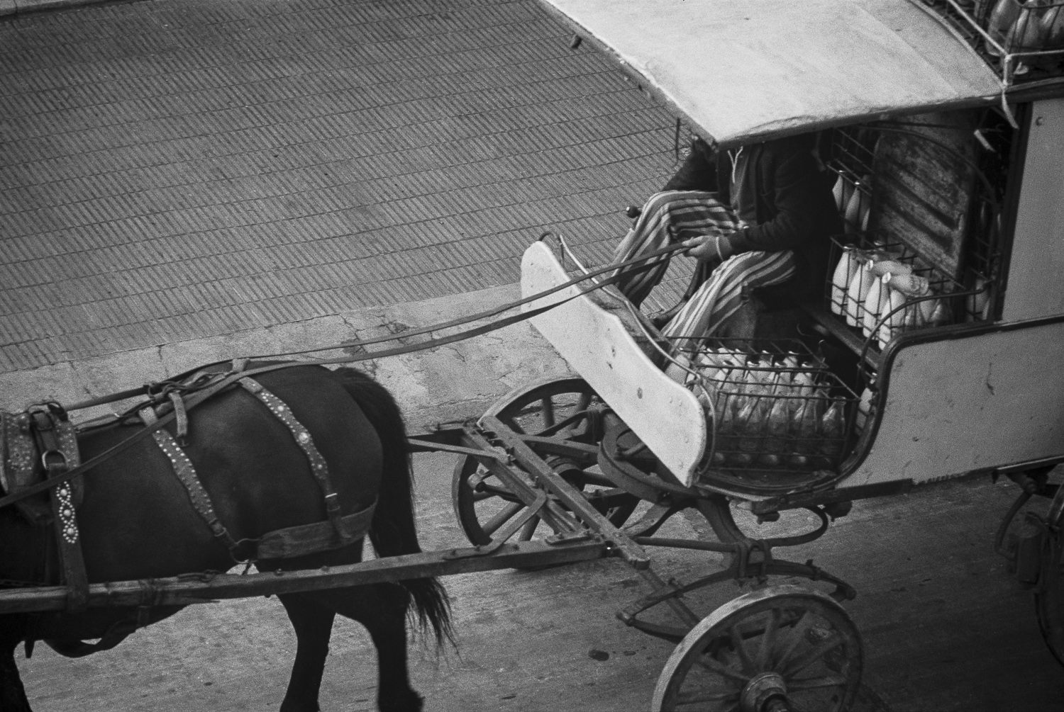 Milk delivery - Montevideo, 1976