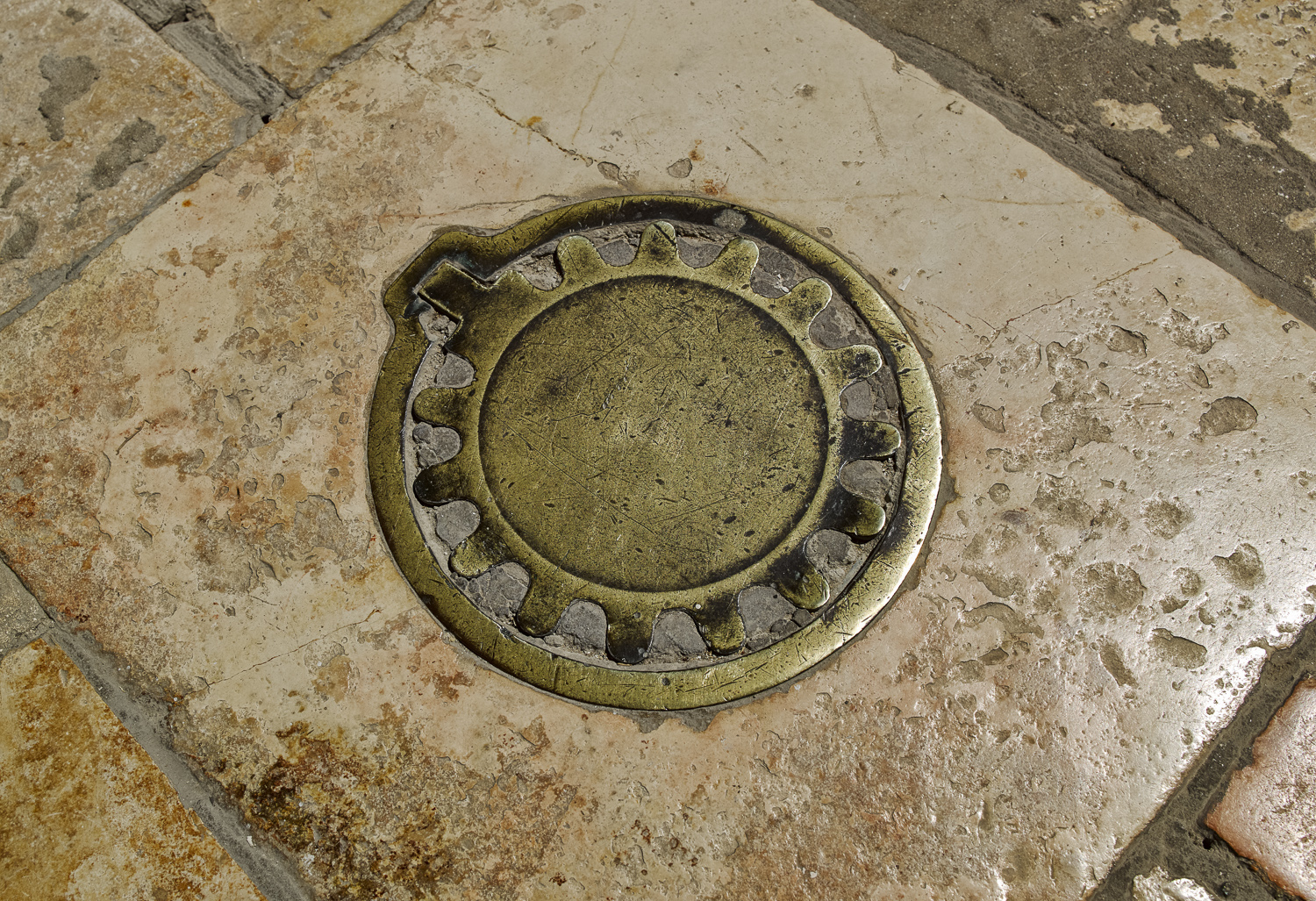 Manhole - Sergei Compound, Jerusalem, 2008