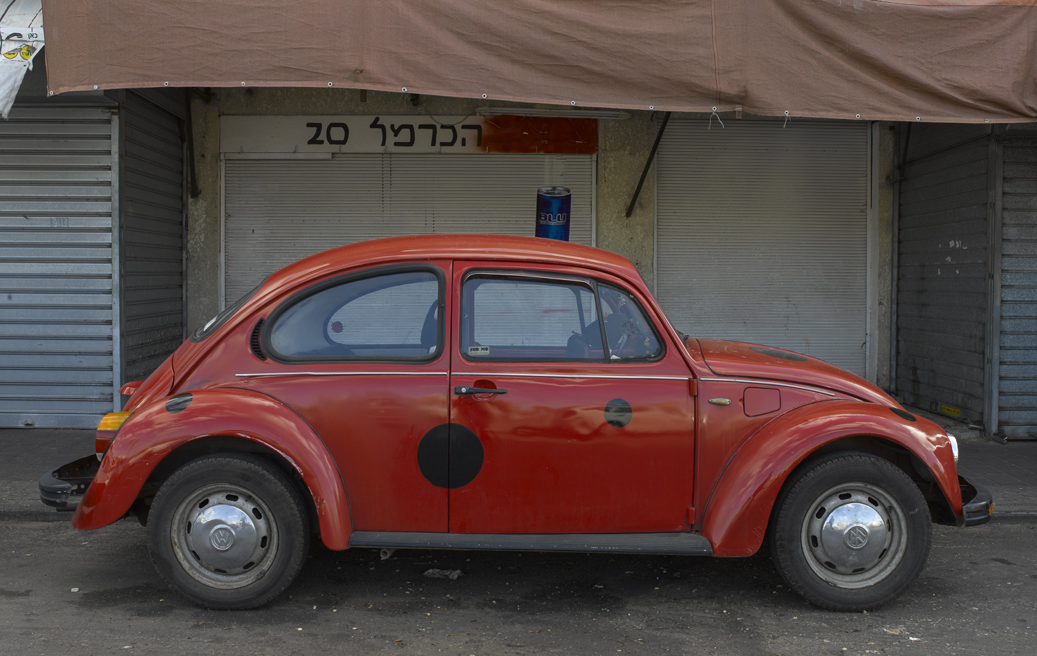 Beetle in the Carmel market - Tel Aviv, 2008