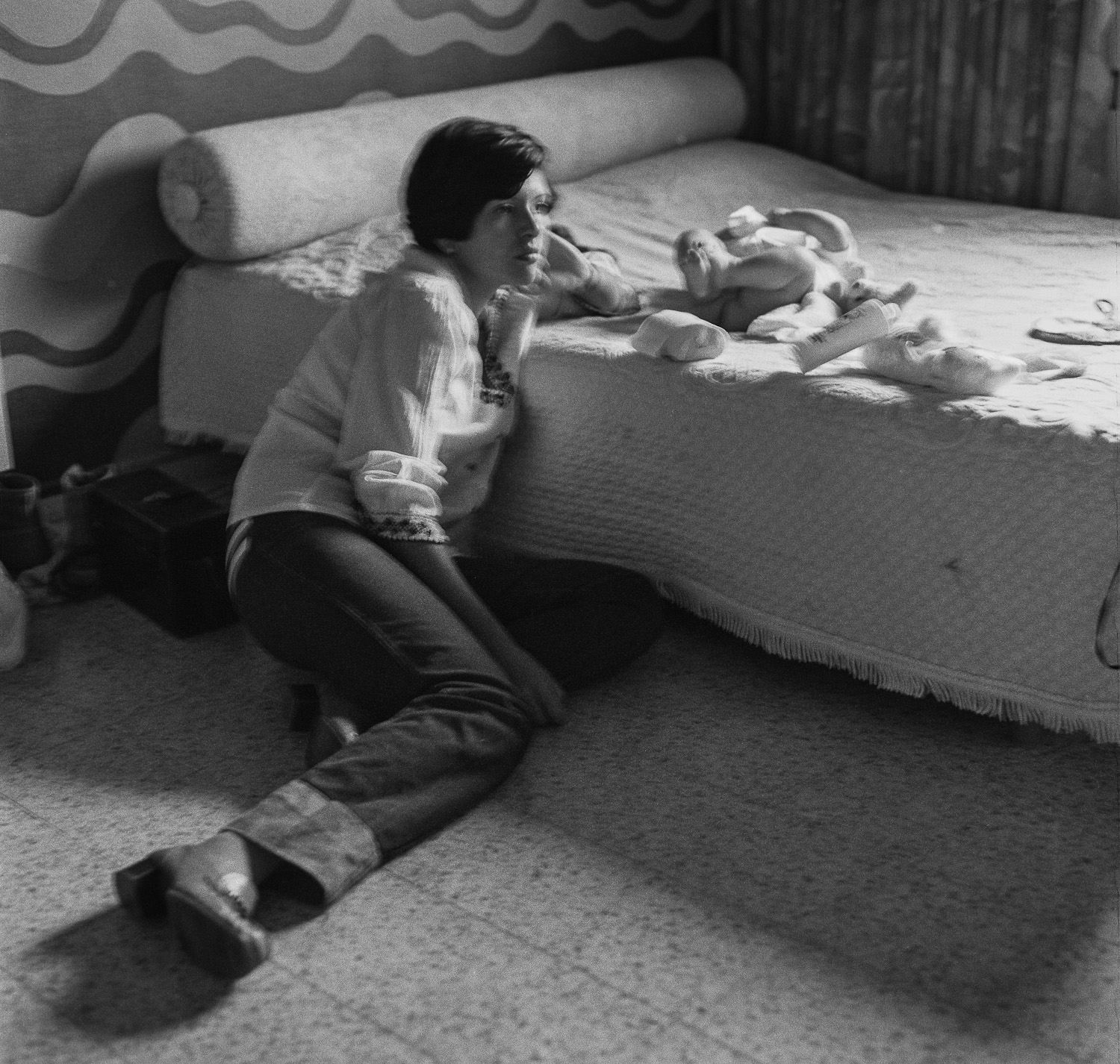 Fanny changing diapers, Golden Beach - 1979